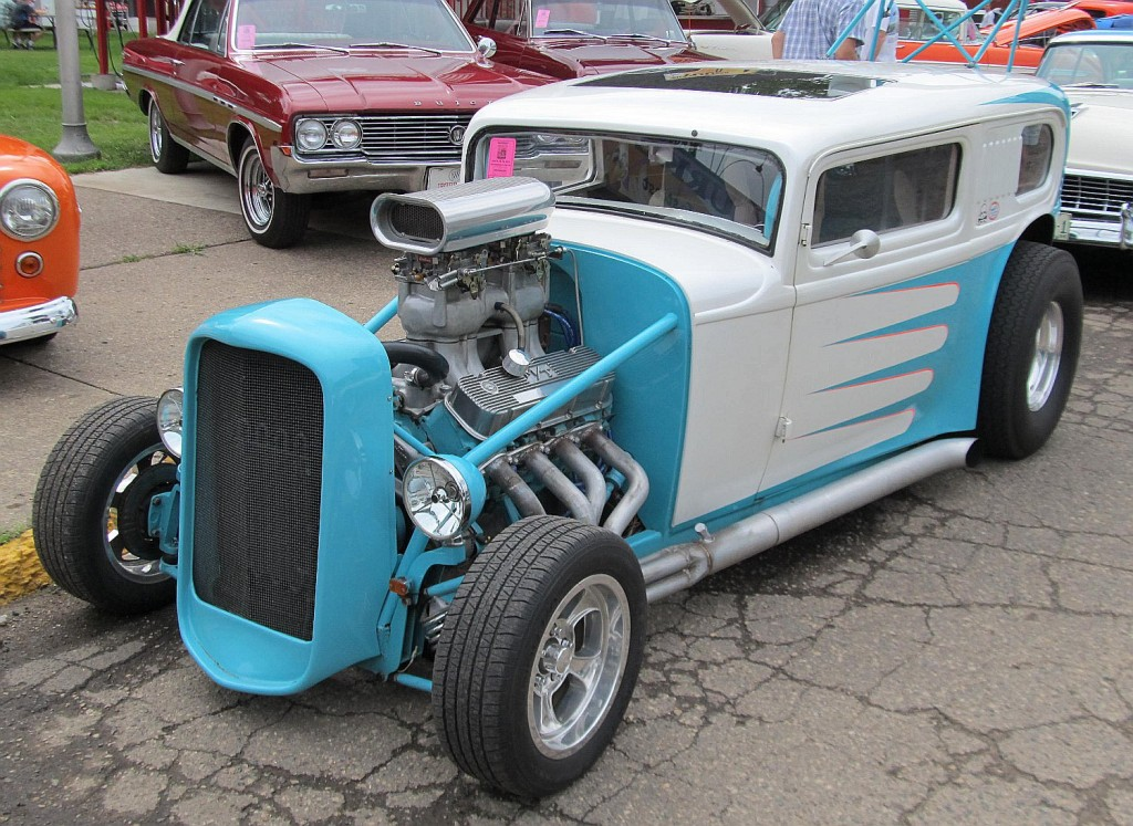 Ford 32 sky blue and white front