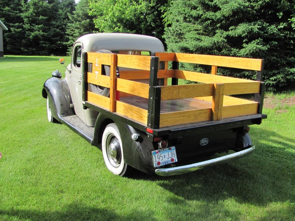Ford truck 1938 V8 back