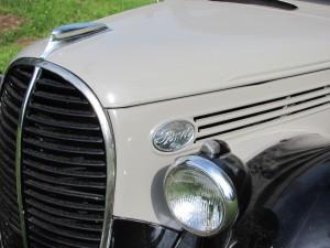 Ford truck 1938 V8 front detail